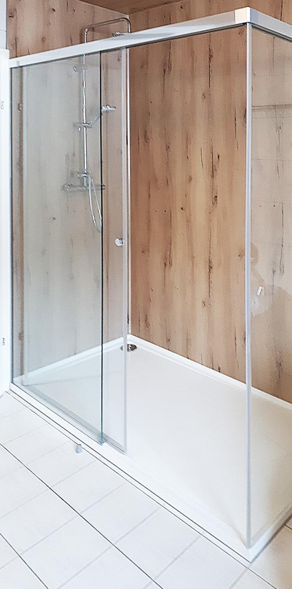 Schiebetür Dusche mit Wandpaneel