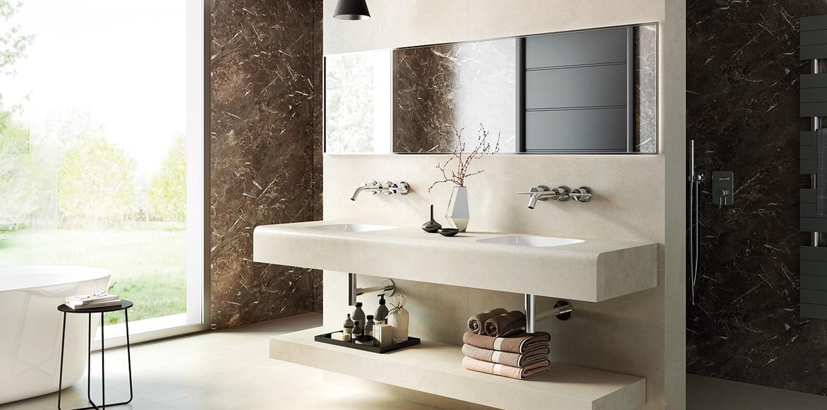 Waschtisch mit Spiegelschrank und Walk In Dusche