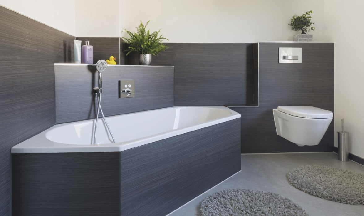 Badewanne und WC renoviert