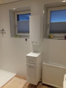 Wandverkleidung Bad mit Fenster