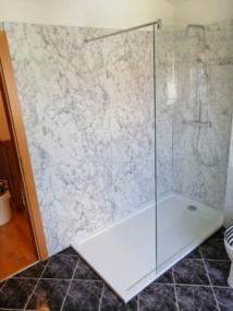 nachher Dusche mit Marmor Wandverkeidung