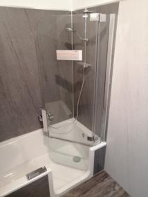 nachher Badewanne mit Dusche offene Glastür